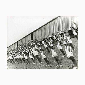 Desconocido, Sesión de entrenamiento físico, fotografía en blanco y negro, años 30