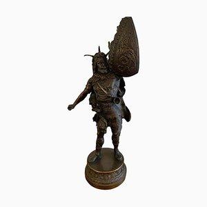 Estatua de guerrero de metal