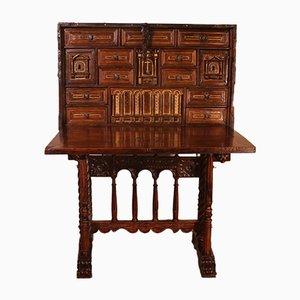 Mueble renacentista español de nogal de principios del siglo XVII
