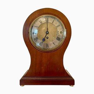 Reloj de repisa eduardiano antiguo grande de caoba con incrustaciones