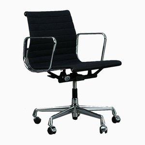 EA 117 Aluminum Swivel Chair from Vitra Eames