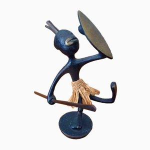 Figura di guerriero africano Mid-Century in bronzo di Karl Hagenauer