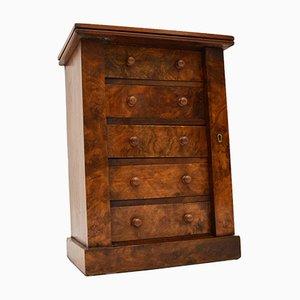 Cajonera Wellington victoriana antigua en miniatura de madera nudosa de nogal