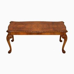 Mesa de centro antigua de madera nudosa de nogal