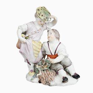 Figura de putti de porcelana con niños cerca del nido