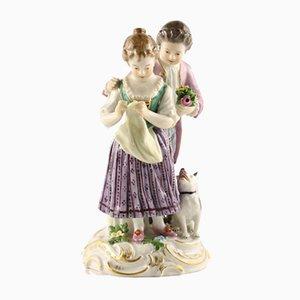 Escena de porcelana que representa a una pareja con un perro de Meissen