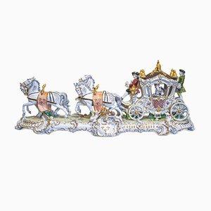 Composición de porcelana con caballos y carruaje