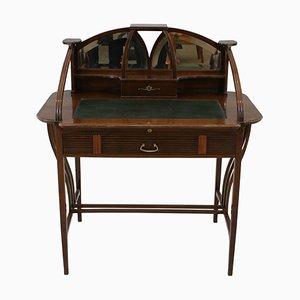 Hölzerner Schreibtisch