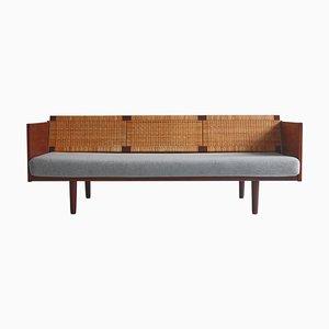 Sofá cama GE7 danés de teca y ratán de Hans J. Wegner para Getama, años 50