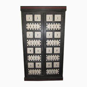 Armario o armario de tablero de ajedrez pintado