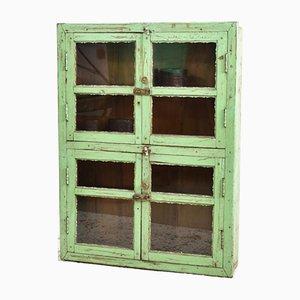 Grüner antiker glasierter Wandschrank