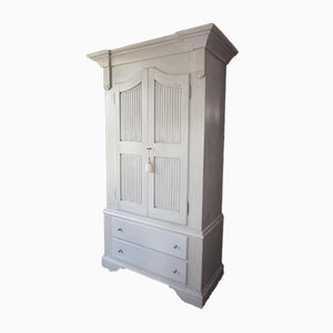 Armario lacado con puertas y cajones biscuit antiguos