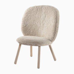 Chaise Basse Naïve en Peau de Mouton par etc.etc. pour Emko