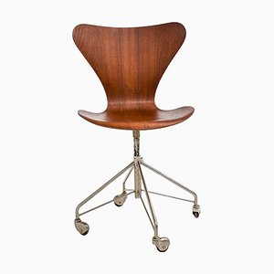 Sedia da ufficio nr. 3117 di Arne Jacobsen per Fritz Hansen