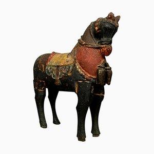Cavallo asiatico in legno laccato multicolore, XVIII secolo