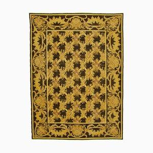 Großer Gelber Überfärbter Teppich