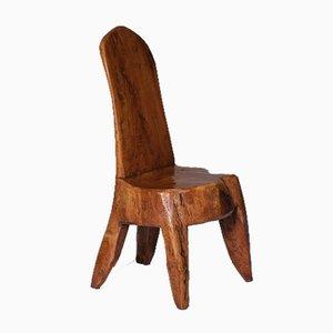 Silla de tronco de madera tallada