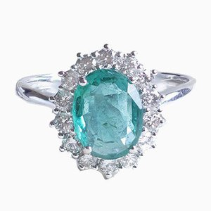18k White Gold Daisy Ring with Emerald and Diamonds