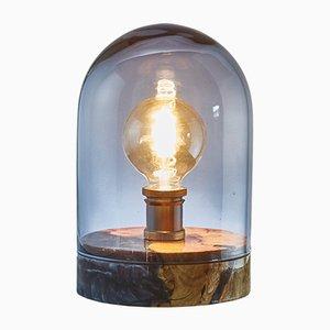 Lámpara en forma de globo de resina y madera de olivo con vidrio ahumado azul