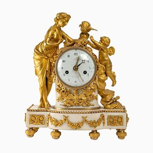 Reloj de bronce dorado y mármol blanco