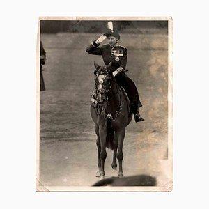 Retrato de la joven reina Isabel a caballo, fotografía vintage en blanco y negro, años 50