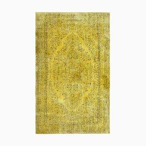 Gelber Überfärbter Teppich