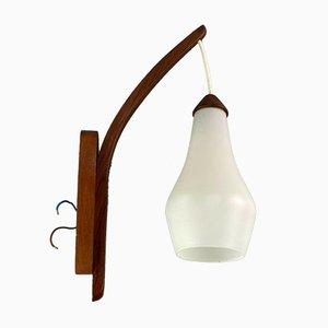 Lámpara de pared de teca de Uno & Östern Kristiansson para Luxus, años 60