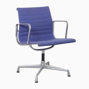 Silla EA108 Alu en azul de Charles & Ray Eames para Vitra
