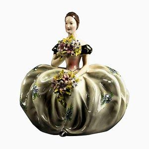 Keramik Dame mit Blumensträußen, Frankreich, Mitte 20. Jh