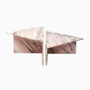 Mesa de centro italiana triangular de mármol de Up & Up. Juego de 2
