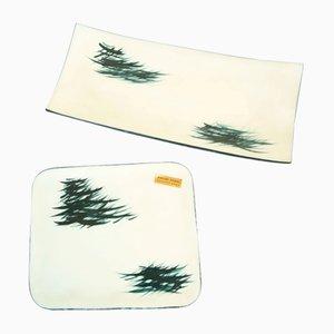 Platos policromados de vidrio opalino con decoración de follaje japonés de Bernard Gilbert, France. Juego de 2