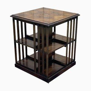 Librería giratoria inglesa de madera nudosa de nogal