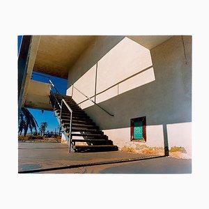 Escalera de motel de North Shore, Salton Sea California, Fotografía arquitectónica en color, 2003