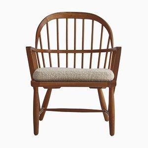 Skandinavischer Windsor Stuhl aus patinierter Esche und weißem Boucle