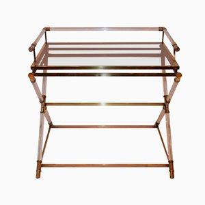 Mesa con bandeja plegable de plexiglás y latón pulido de Maison Jansen, años 70