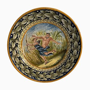 Plato vintage de cerámica con figuras mitológicas