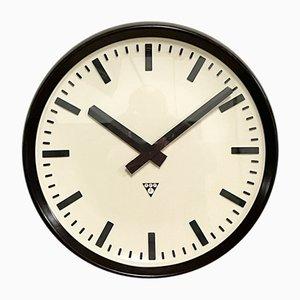 Reloj de pared industrial grande de baquelita de Pragotron, años 60