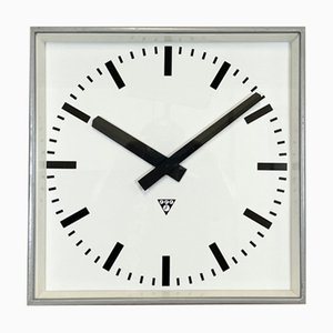 Reloj de pared grande cuadrado gris de Pragotron, años 60