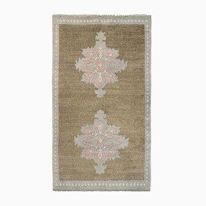 Verblassener türkischer kleiner Teppich