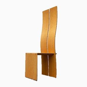 Postmoderner Stuhl mit hoher Rückenlehne