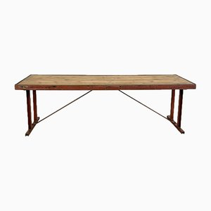 Industrieller Tisch aus rotem Metall und Holz