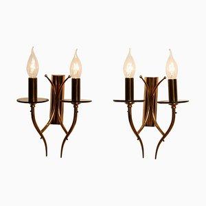Lámparas de pared italianas de latón y vidrio ahumado, años 60. Juego de 2