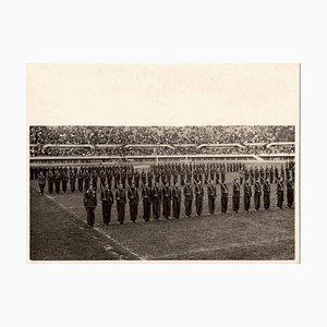 Desconocido, Espectáculo militar en el estadio, Foto vintage en blanco y negro, 1930