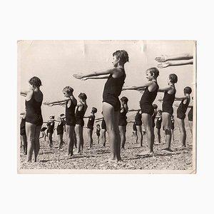 Desconocida, Swimmer Girls, fotografía vintage en blanco y negro, años 30