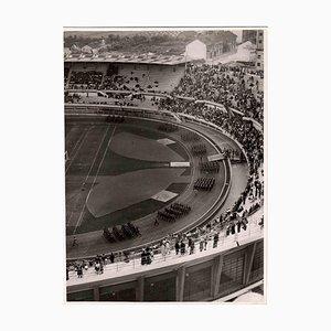 Desconocido, Espectáculo militar en el estadio, Foto vintage en blanco y negro, años 30