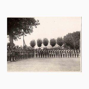 Desconocido, Soldiering, fotografía vintage en blanco y negro, años 30