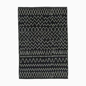 Schwarzer marokkanischer Teppich
