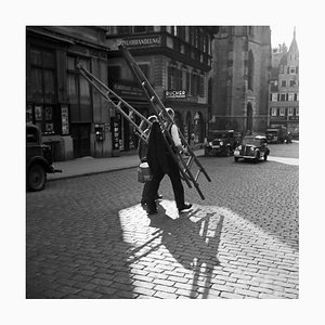 Arbeiter überqueren die Straße, Stuttgart Deutschland, 1935