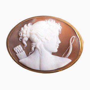 Antique 18K Gold Brooch Depicting Diana the Huntress on a Cameo, 1900s