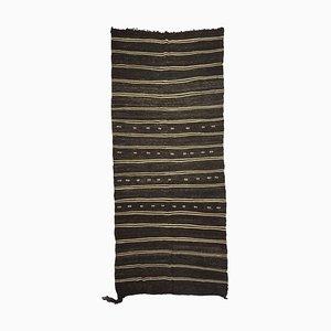 Langer schmaler türkischer gestreifter Kelim Teppich in Schwarz & Weiß, 1960er